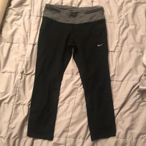Nike black cropped leggings